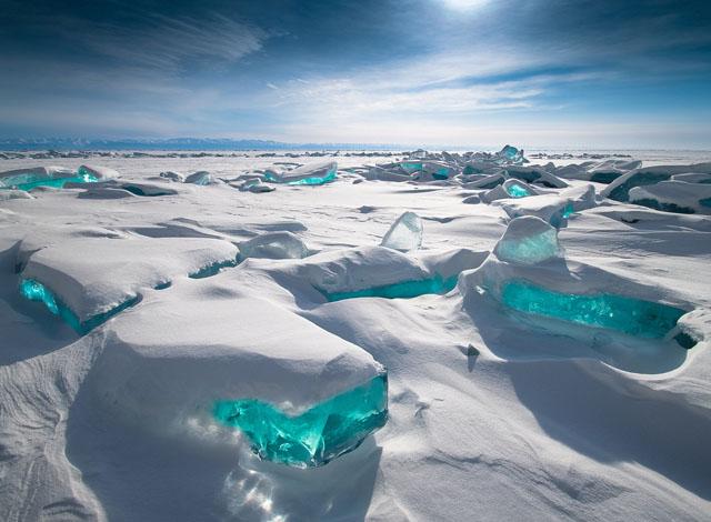 Бірюзовий лід Байкалу