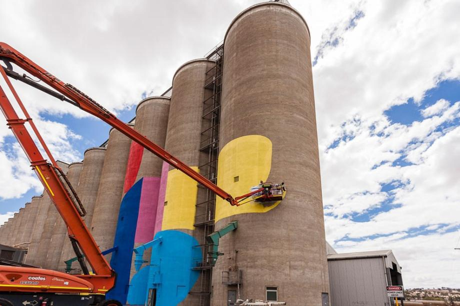 western-australia-grain-silos-get-a-face-lift-8-hq-photos-4