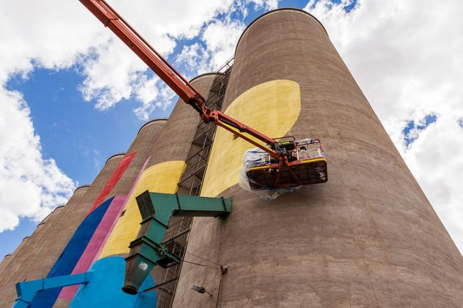 western-australia-grain-silos-get-a-face-lift-8-hq-photos-8