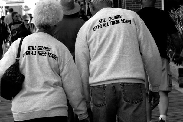 old-couples-having-fun-20__605