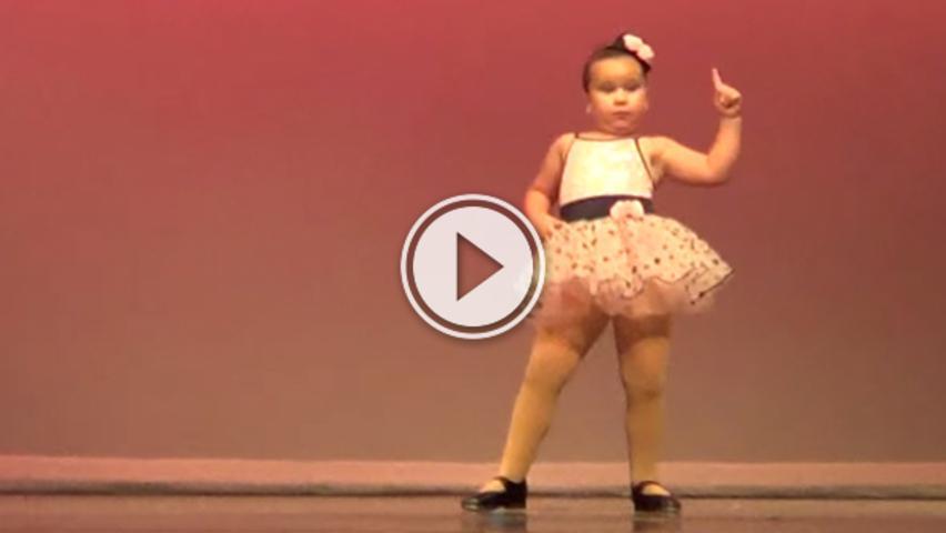 Маленька дівчинка завела публіку за 10 секунд