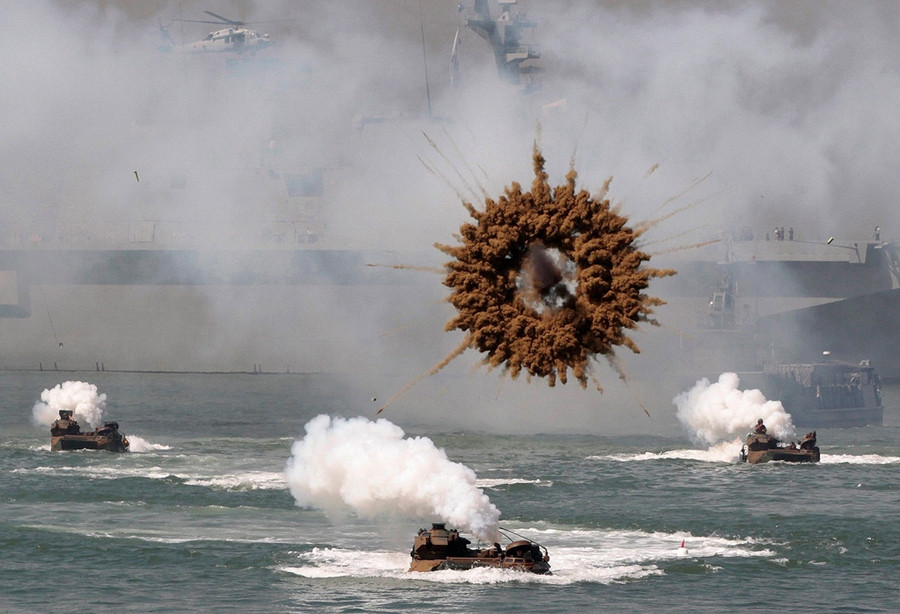 a_midair_explosion_over_a_mock_landing_operation_in_Seoul_South_Korea