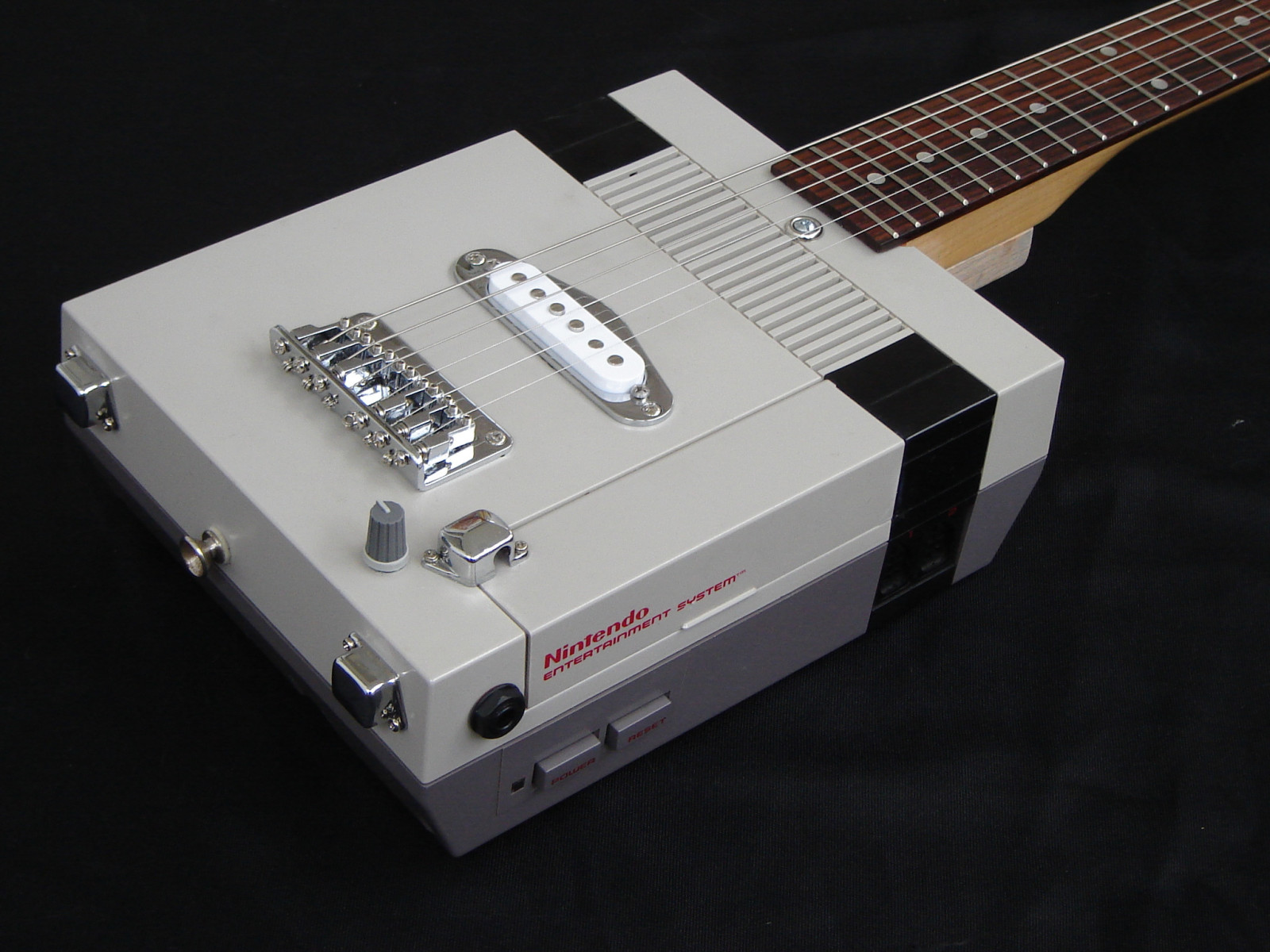 guitar_made_of_old_nintendo_game_console-1600x1200