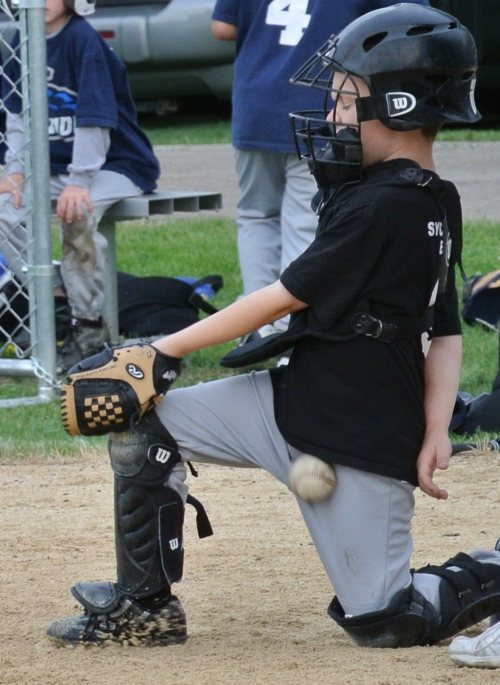 nicely_timed_sports_photos_kids_baseball_ball_into_crutch