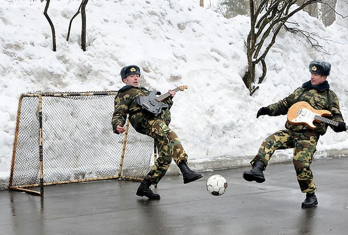 playing_football_with_guitar_in_russia