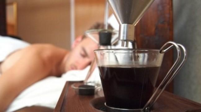 Будильник, який зварить вам каву у ліжку