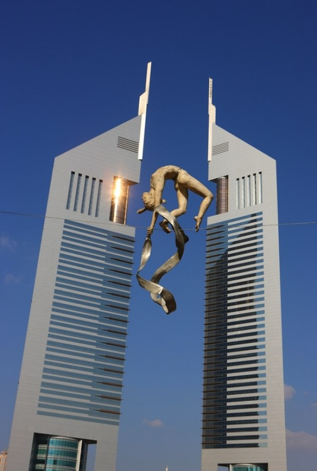 7803810-650-1458133273-urban-sculpture-balancing