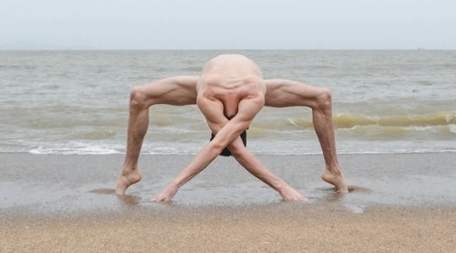 Французький фотограф демонструє красу свого голого тіла