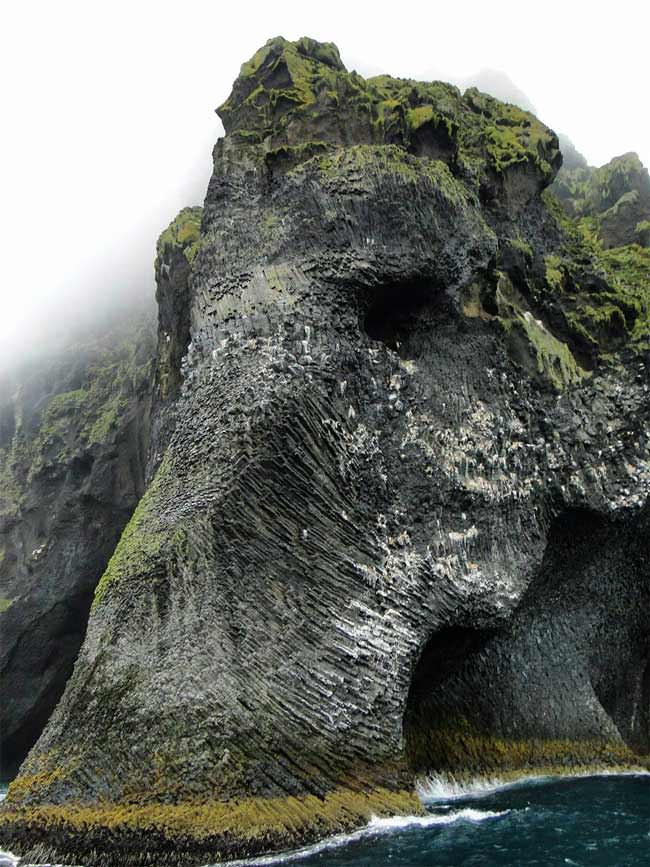 Here's-a-cliff-in-Iceland-that-looks-like-an-elephant1