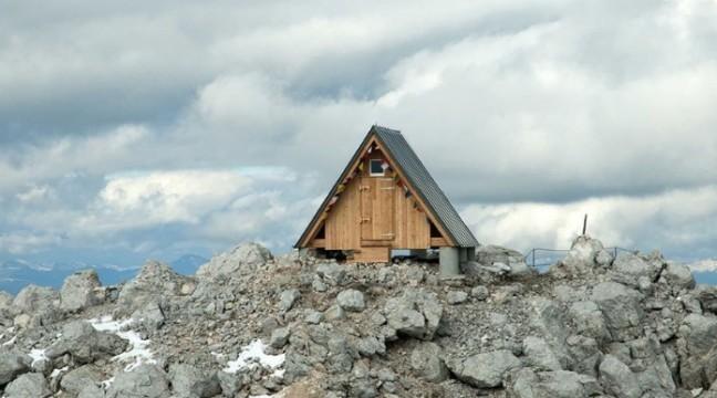 """Альпійська """"хатина на краю світу"""" запрошує до себе на безкоштовну ночівлю"""