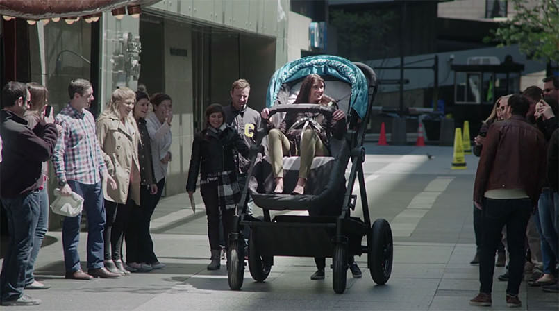 parents-can-test-drive-baby-strollers-by-riding-this-giant-version2-1-805x448