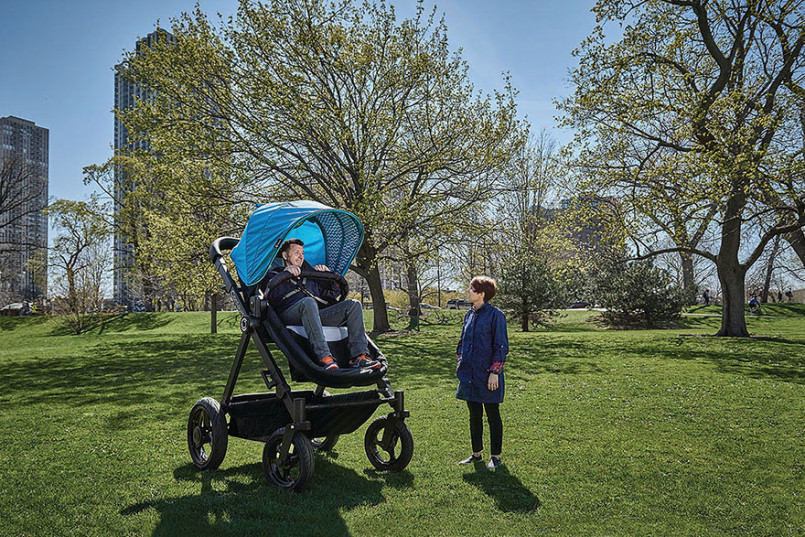 parents-can-test-drive-baby-strollers-by-riding-this-giant-version5-805x537