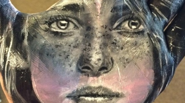 Реалістичні портрети на долонях від Рассела Пауелла