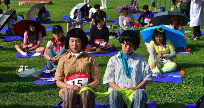 У Кореї провели змагання з нічогонеробіння