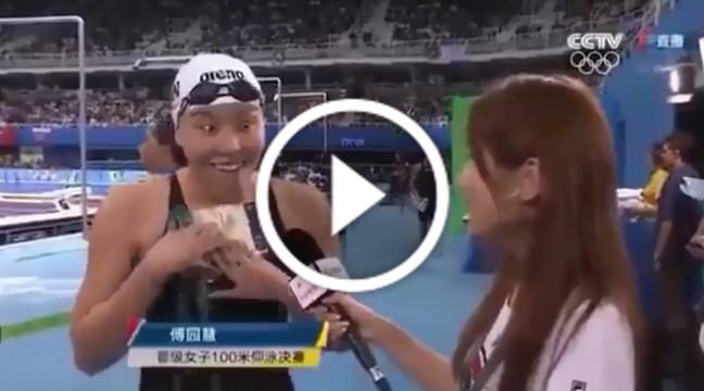 Китайська плавчиня підірвала інтернет своєю емоційністю. До сліз!