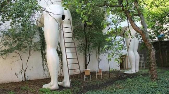 23 найбільш огидних і безглуздих скульптур з усього світу