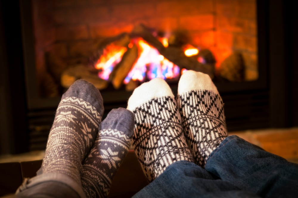 17028115-Feet-warming-by-fireplace-1473143662-1000-b6274cec87-1473157128