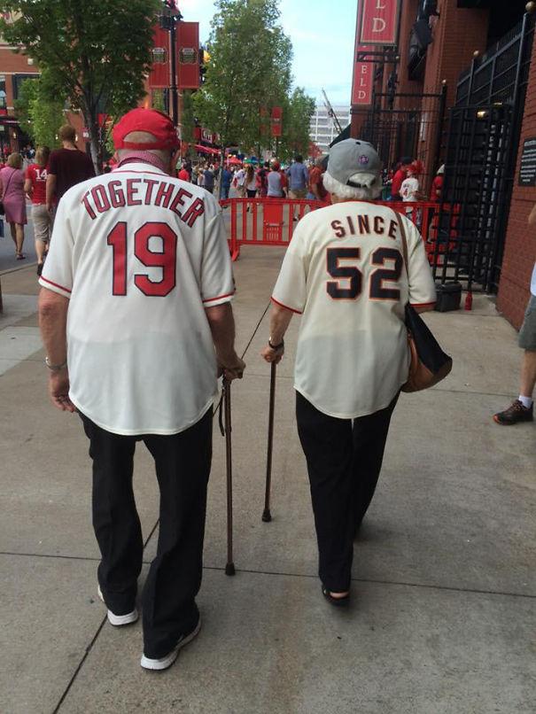 elderly-couples-in-love-39-57f4df648612e__605