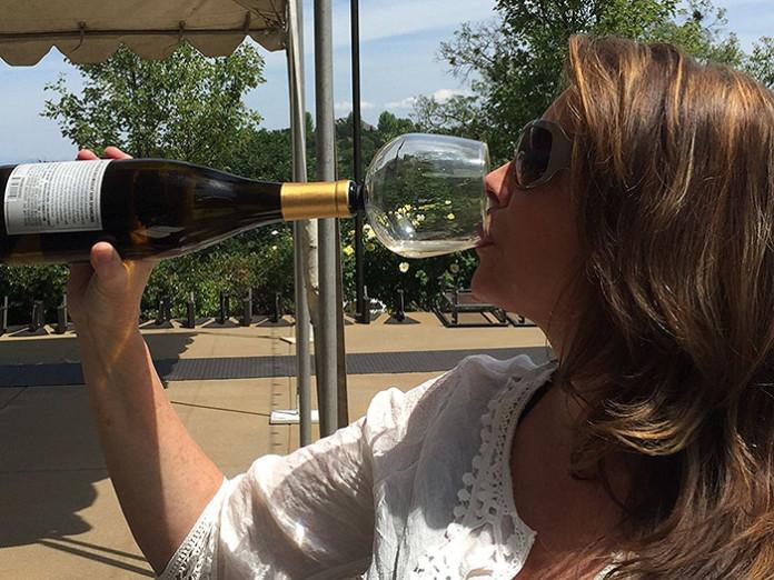 Супер-келих, з яким не соромно пити вино прямо з пляшки