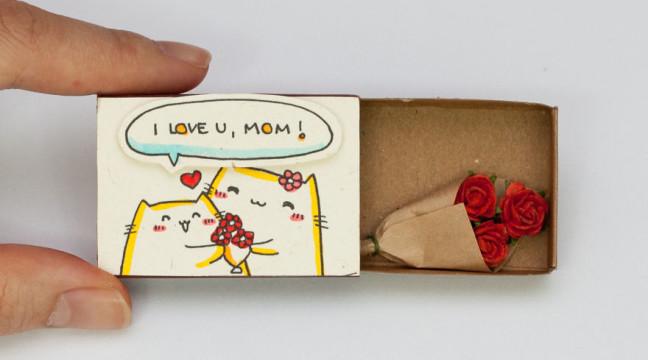 Художник перетворює сірникові коробки у вітальні листівки з міні-посланнями всередині