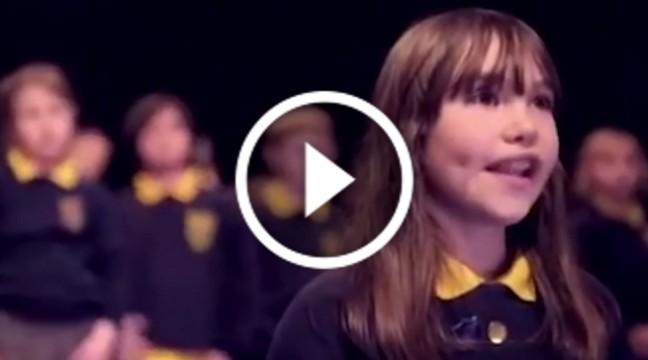 """Дівчинка-аутист вразила світ, переспівавши легендарну пісню Коена """"Hallelujah"""""""