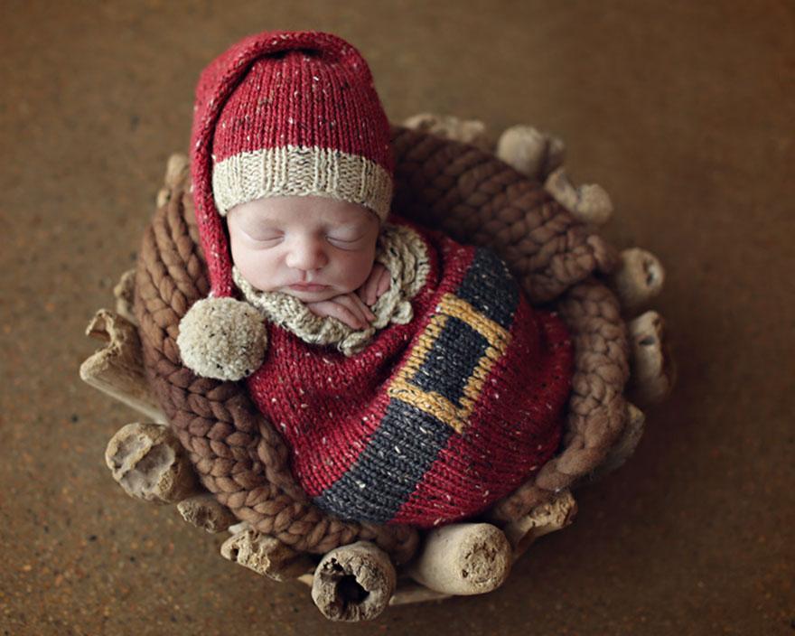 newborn-babies-christmas-photoshoot-knit-crochet-outfits-22-584ac7c818bec__880