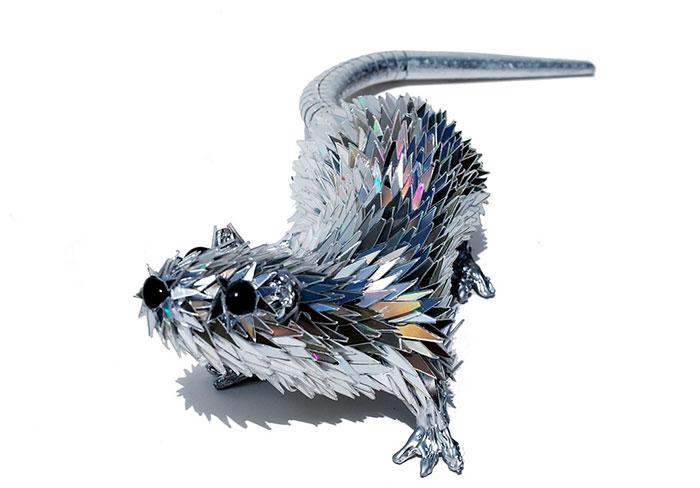 cd-animal-sculptures-recycled-art-sean-avery-35-5885c8c62b1b5__700