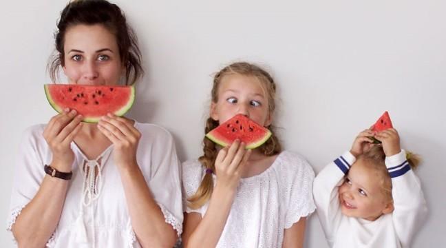 Крутезний фотосет мами з доньками прославив їх на весь Інтернет
