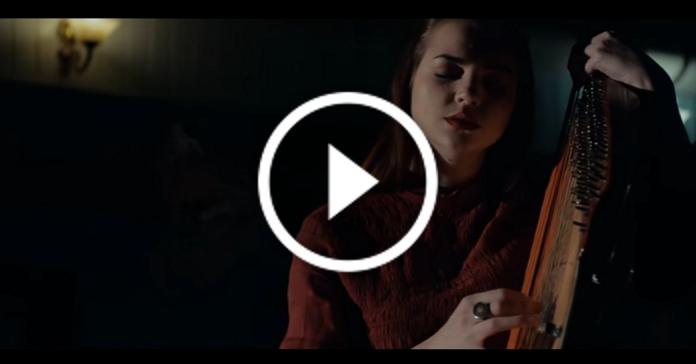 """Неймовірне виконання пісні """"Hallelujah"""" від української бандуристи Марини Круть"""