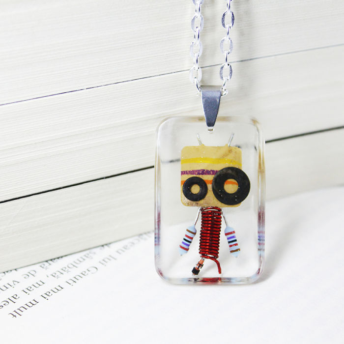 I-Turned-Electronic-Waste-Into-Tiny-Robots-II-58adc8dc74643__700