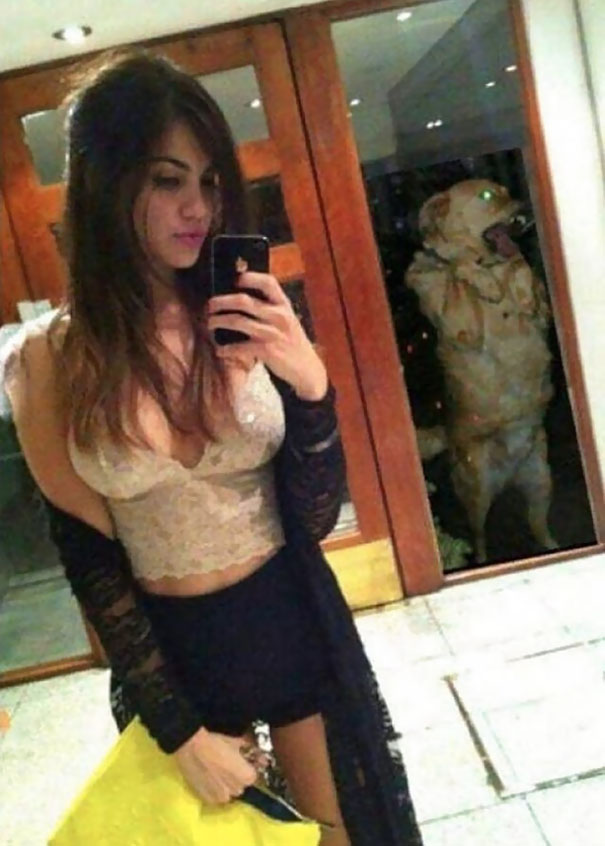 funny-selfie-background-reflection-fails-72-589b13a3b3a67__605