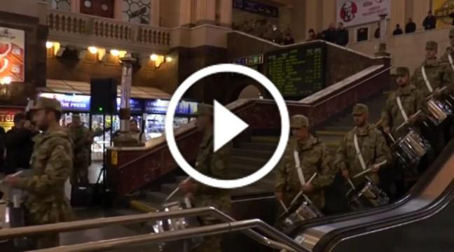 Військовий ліцей влаштував на київському вокзалі грандіозний флешмоб