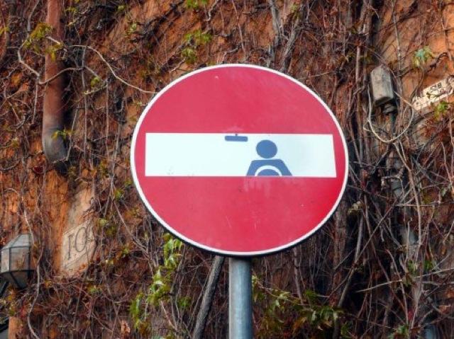 Street-Art-detournement-Panneaux-de-signalisation-2
