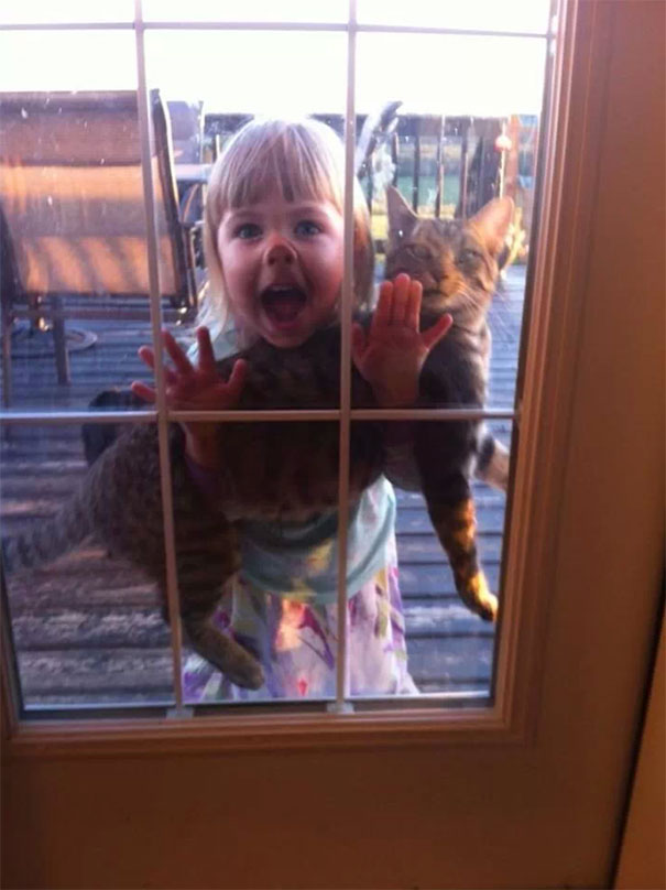 funny-kids-babysitting-pets-3-58f71be6588aa__605