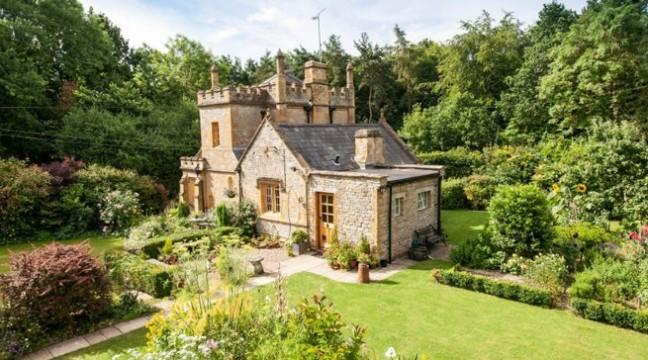 Найменший замок Англії виставили на продаж (фото)