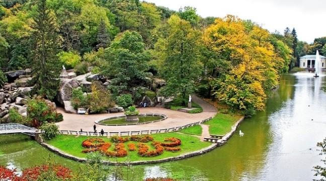 7 мальовничих парків України, які варто відвідати цього літа