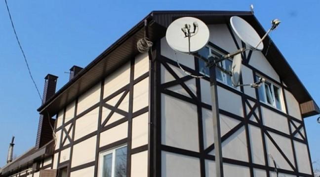 Українці з Life House Building відкрили виробництво солом'яних екобудинків