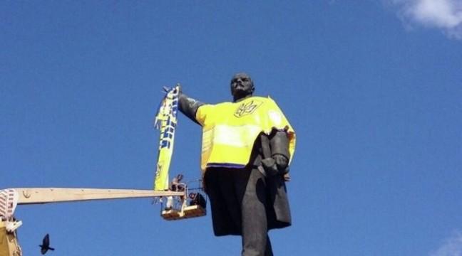 У Запоріжжі на місці пам'ятника Леніну встановили монумент Пилипа Орлика