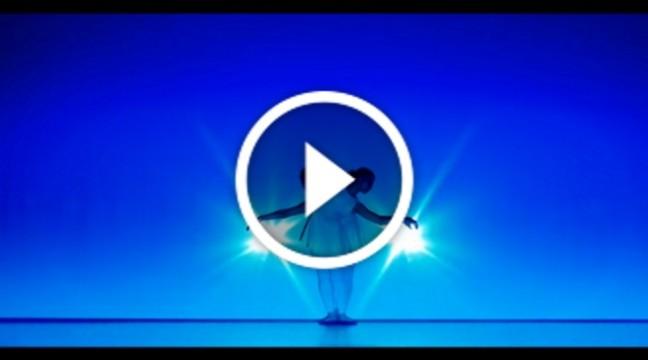 Дивовижний танець зі світловим шоу