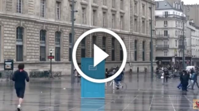 В Парижі встановили двері, через які можна зазирнути в інші міста
